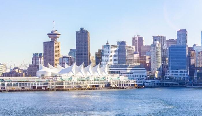 Bến du thuyền - Canada Place - biểu tượng của đất nước lá phong
