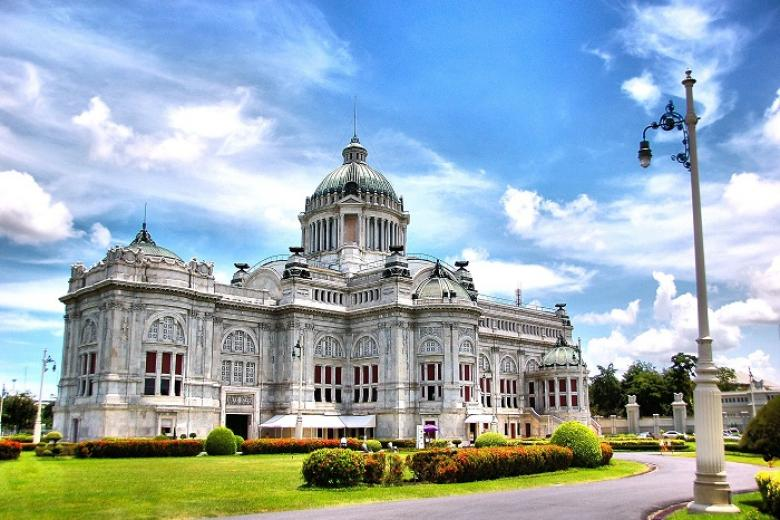 Cung điện trắng Ananta Samakhom