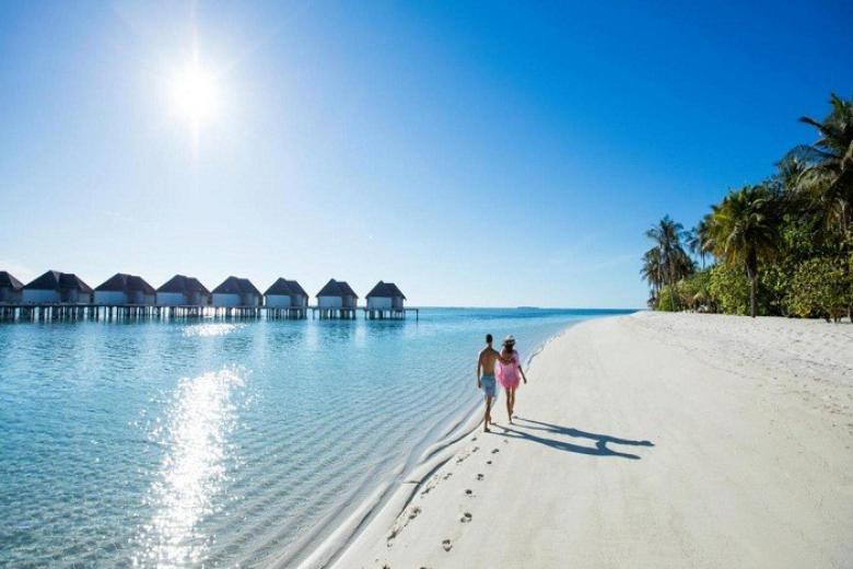 Đi dạo ngắm biển ở Maldives