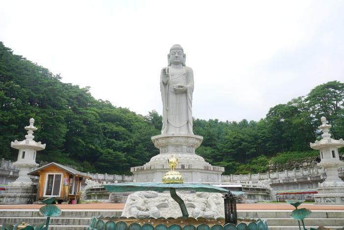 Đền Donghwasa