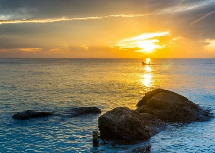 Du khách tự do ngắm cảnh trên biển