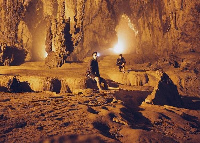 tour du lịch Cao Bằng: động Ngườm Ngao