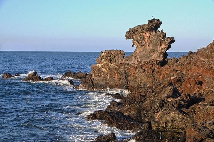 Rặng đá đầu Rồng Yongduam Rock