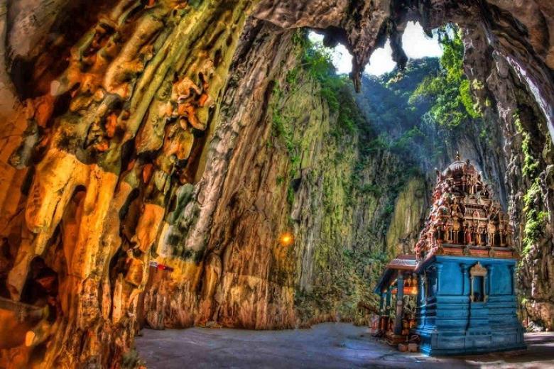 Bên trong động Batu huyền bí ở Malaysia