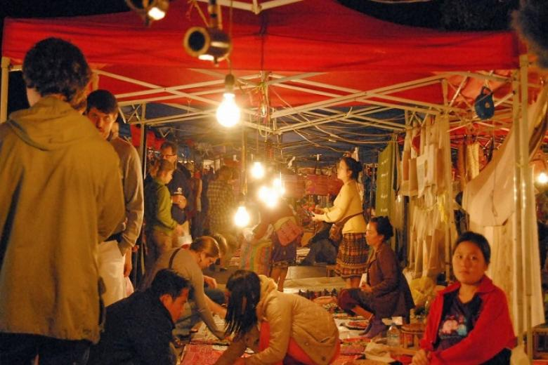 Chợ đêm Thakhet