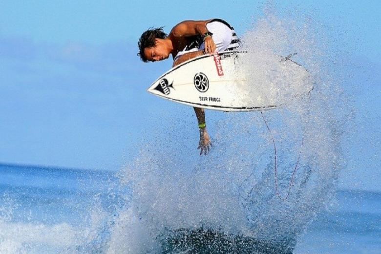Lướt ván sóng