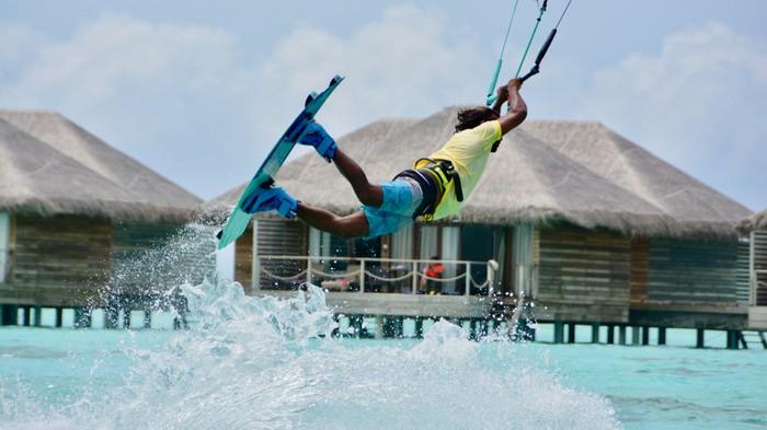 Trải nghiệm lướt sóng ở Maldives