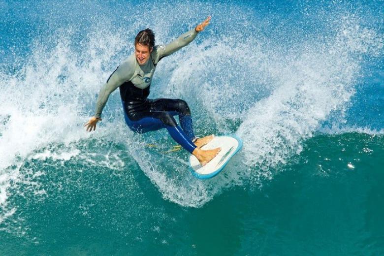 Lướt sóng ở Maldives