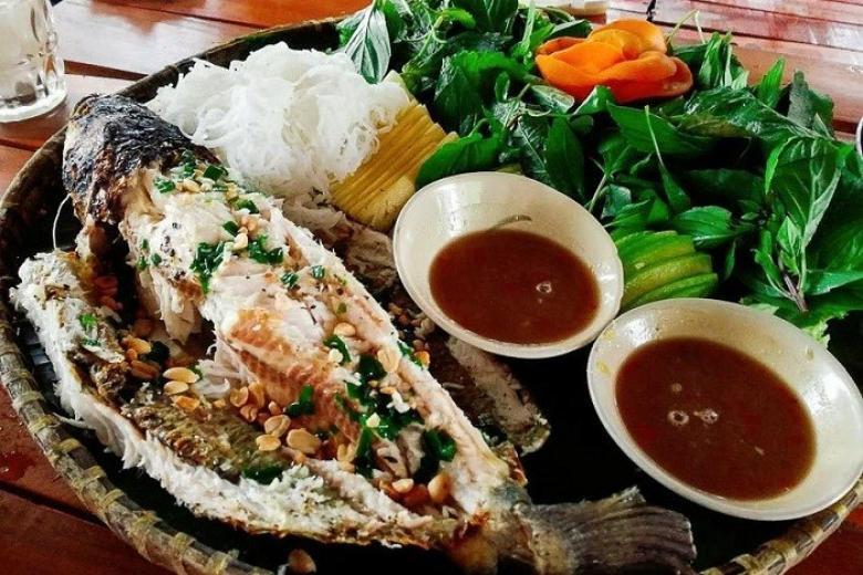 Thưởng thức cá lóc nướng trui