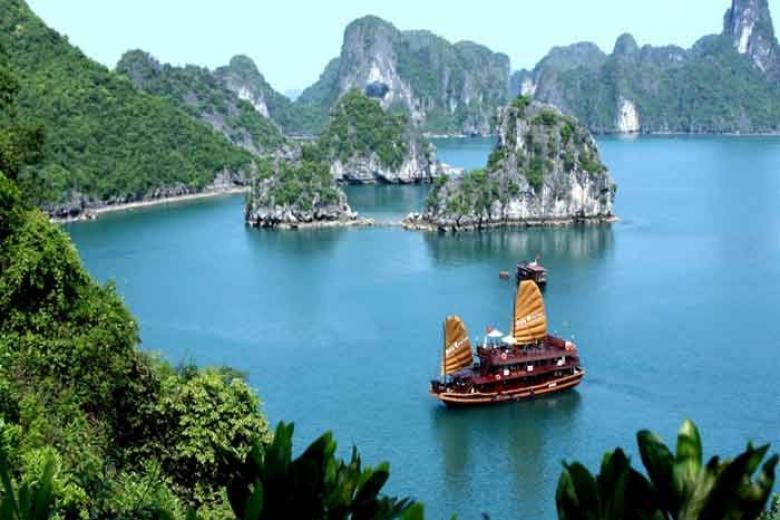 Hà Nội - Hạ Long 2N1Đ - Dịch Vụ Royal Lotus Resort 5*