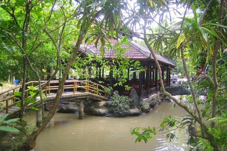 Thăm quan  làng Du lịch Mỹ Khánh