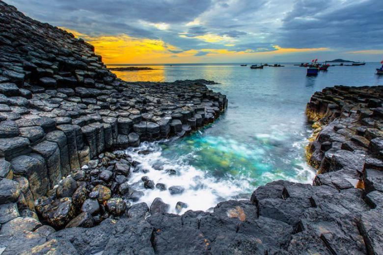 HCM - Quy Nhơn - Đảo Kỳ Co Phú Yên - Gành Đá Dĩa - Biển Bãi Xếp 3N3Đ, Tàu Hỏa