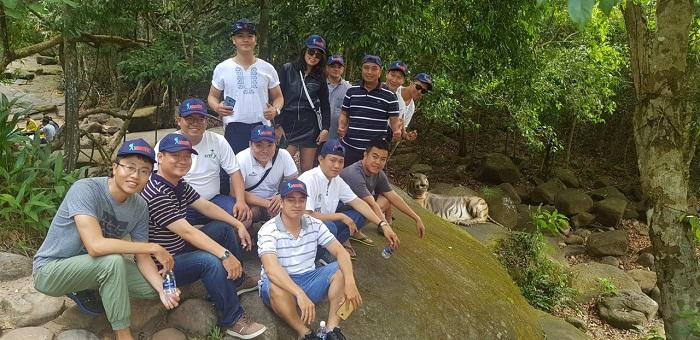 Đoàn khách tham quan Phú Quốc