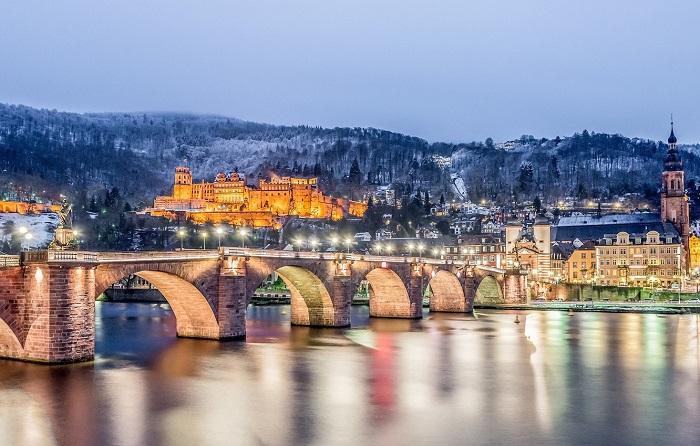 Carl Theodor Old Bridge cây cầu 800 tuổi ở Heidelberg Đức
