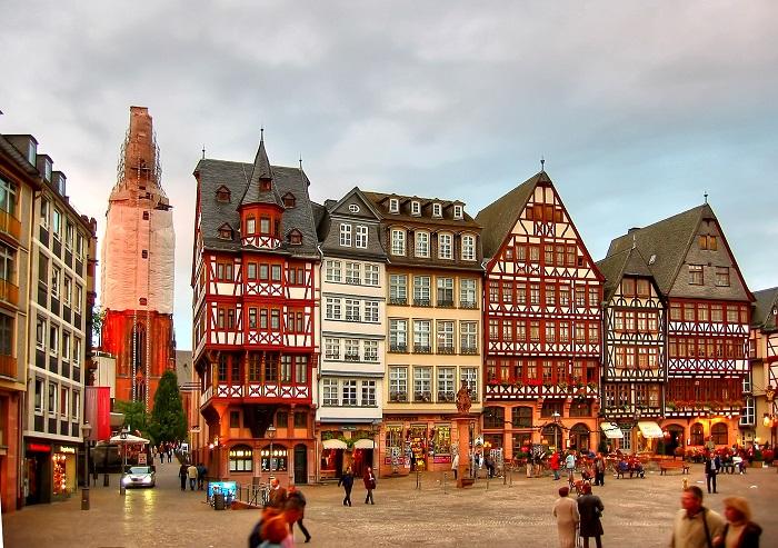 Romerberg Square - quảng trường trung tâm của Frankfurt
