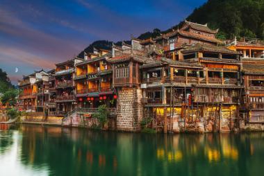 Hà Nội - Trương Gia Giới - Thiên Môn Sơn - Hồ Bảo Phong - Phù Dung Trấn - Phượng Hoàng Cổ Trấn 6N5Đ