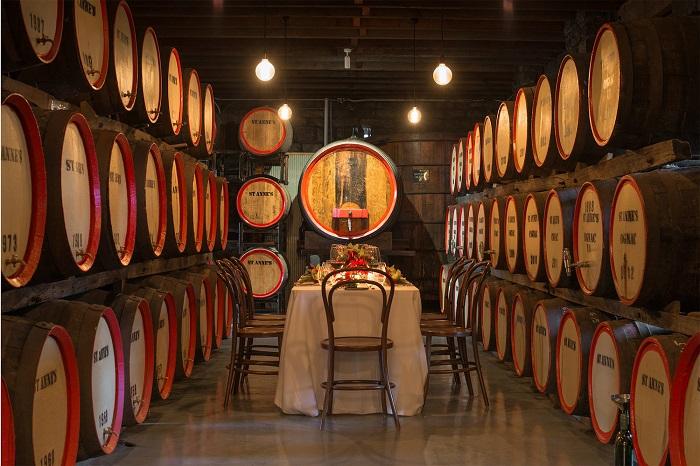 Nếm thử rượu vang tại St Anne's winery