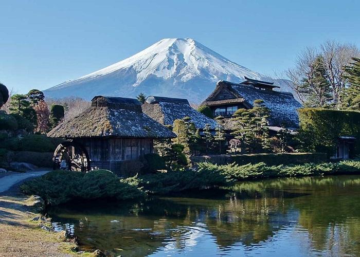 Làng văn hóa Oshino Hakkai