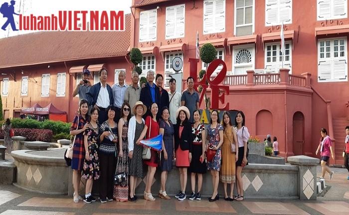 Khách đoàn tham quan tour Singapore - Malaysia