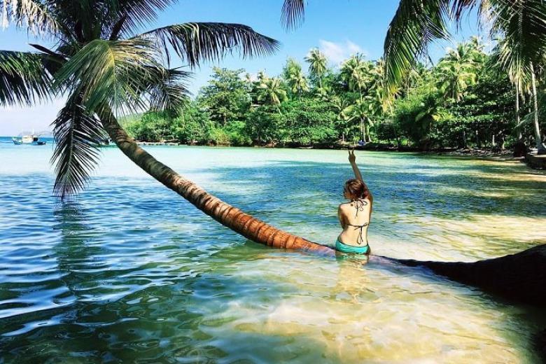 Tắm biển ở Nam Du