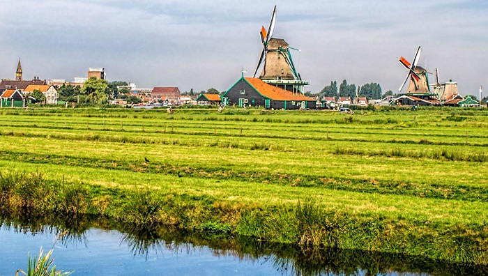 Zaanse_Schans_windmillsCC_BY_20_gags9999_via_Flickr