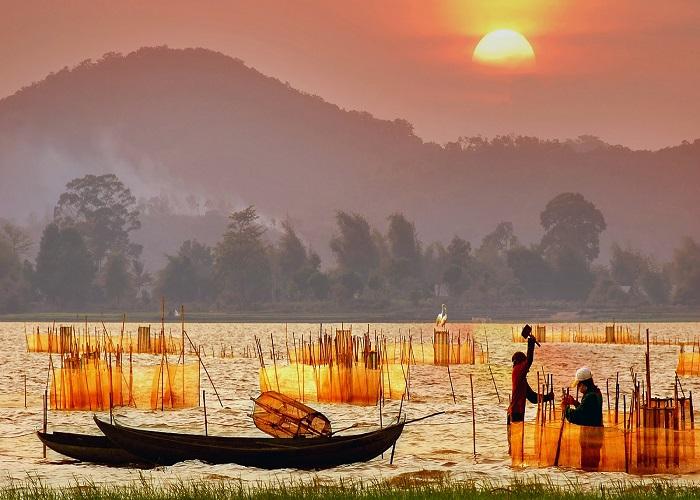 Hồ Lăk thơ mộng
