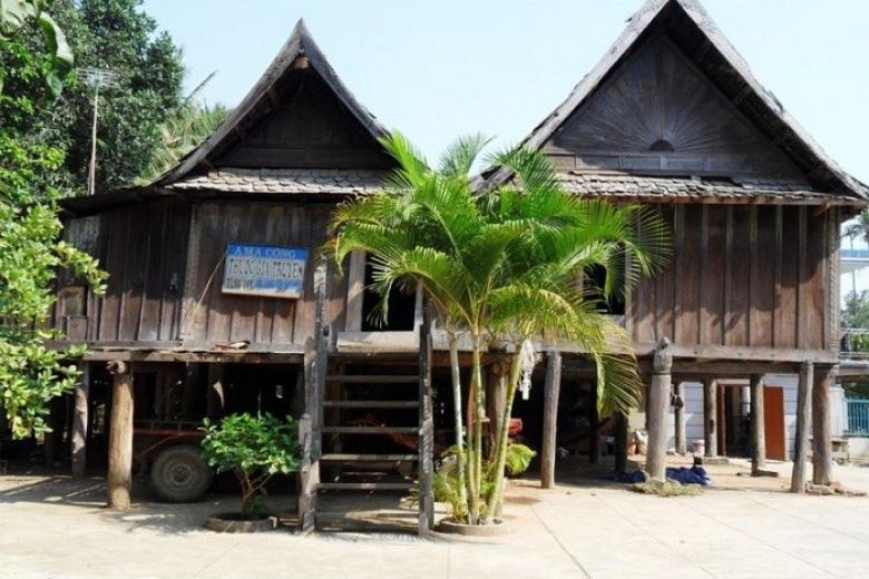 Nhà Sàn Cổ 130 Năm