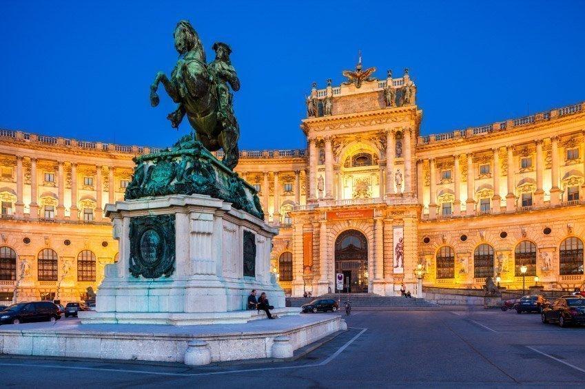 palacio-hofburg-noche