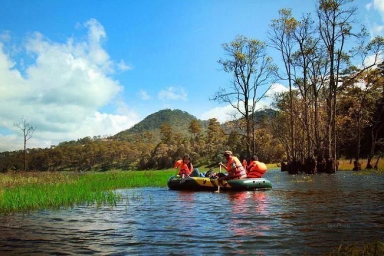 Tour Chèo Thuyền Trên Hồ Tuyền Lâm Nửa Ngày