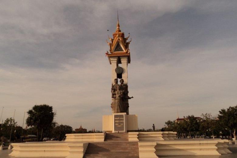 Tượng đài hữu nghị Việt Nam - Campuchia